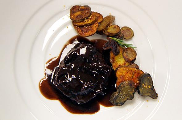 carne-ao-vinho-c-batatas